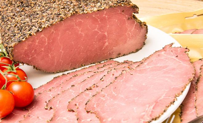 Пастрома из грудинки: взяли 2 кило мяса и сделали закуску на месяц