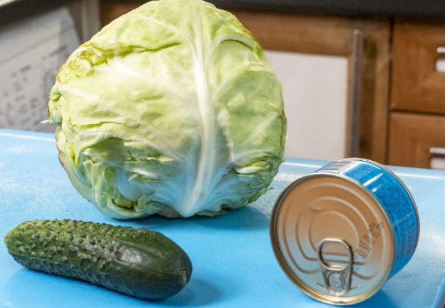 Банка консервов и капуста: бюджетный салат готовим каждый день и не надоедает