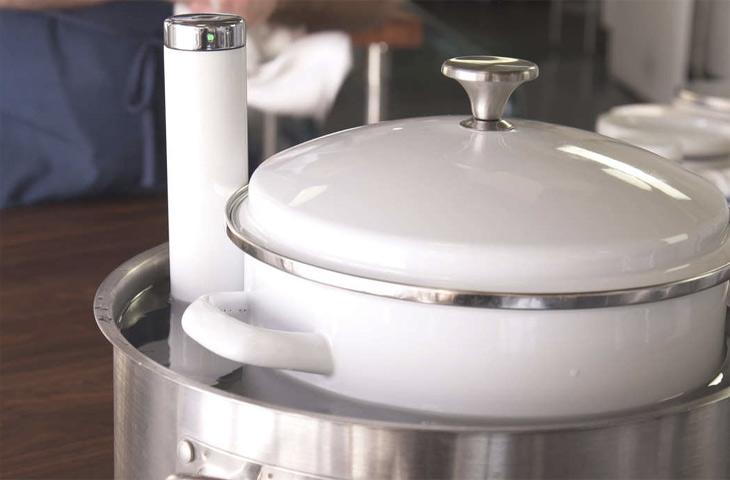 Варим Сыр В Двойной Кастрюле: Используем Воду Из Нижней Кастрюли Для Нагрева Молока