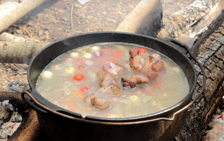 Суп-шашлык: жарим шашлык и кладем в бульон