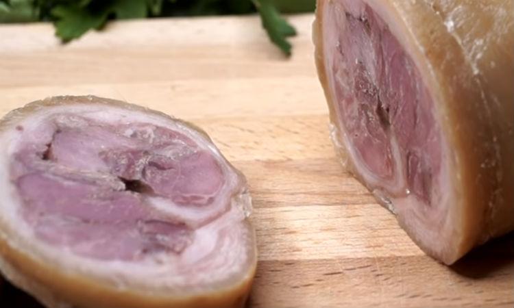 Берем килограмм свинины и за три часа получаем батон вареной колбасы