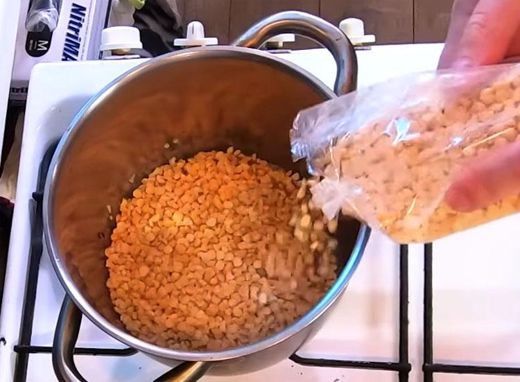 Гороховая каша со вкусом: добавляем жареный лук