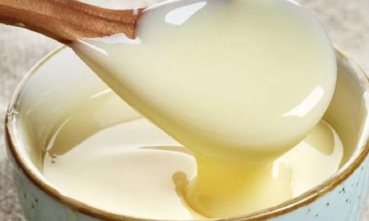 Варим сгущенку за 45 минут: нужно только молоко и сахар