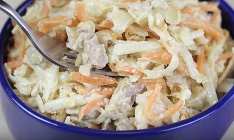 Добавили в овощи 250 грамм свинины: ставим на стол сытный салат вместо ужина