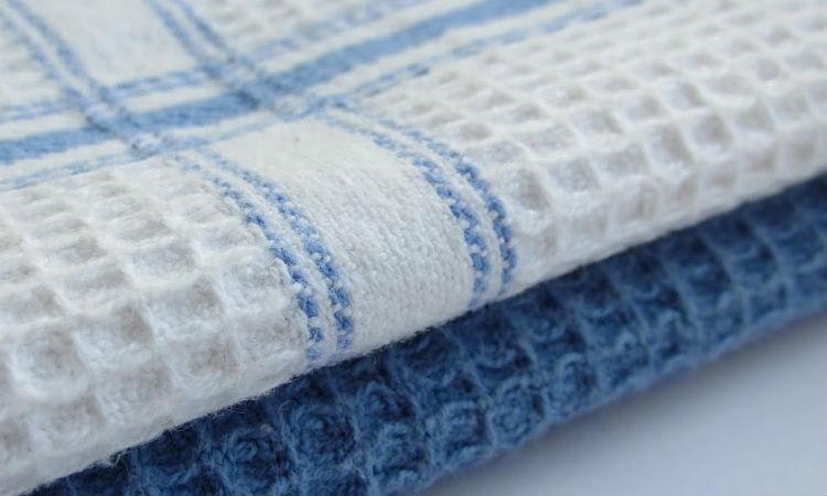 Кипятим кухонные полотенца в кастрюле: отбелили до хруста