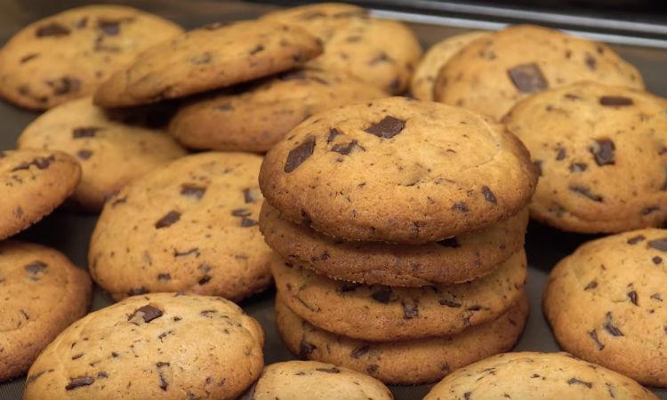 Печенье к чаю за 20 минут: смешали тесто и добавили ложку шоколада
